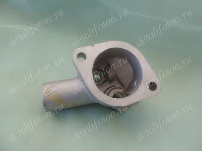 Крышка корпуса термостата со штуцером Фотон(Foton)-1049С Isuzu E049363000047